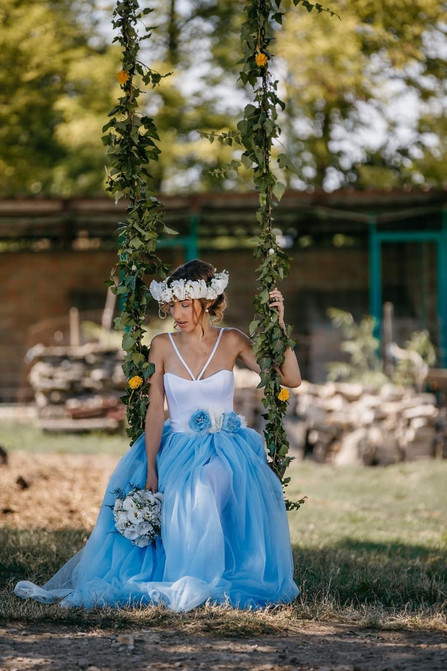 sitzen, Braut, allein, Schaukel, Dorf, Landschaft, romantische, Kleid, Mädchen, Porträt