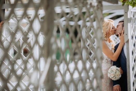 Braut, Bräutigam, Kuss, allein, Private, ausblenden, Umarmung, Zuneigung, Hochzeit, Zaun