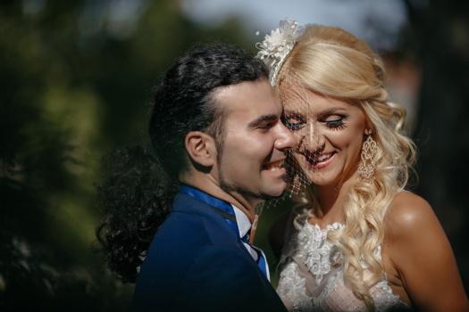 friss házasok, esküvői ruha, fátyol, szőke haj, fiatal nő, vőlegény, boldogság, ember, pár, szerelem