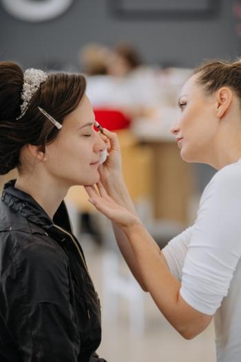 estética, mujeres, maquillaje, cosméticos, feliz, mujer, adentro, moda, estar juntos, glamour