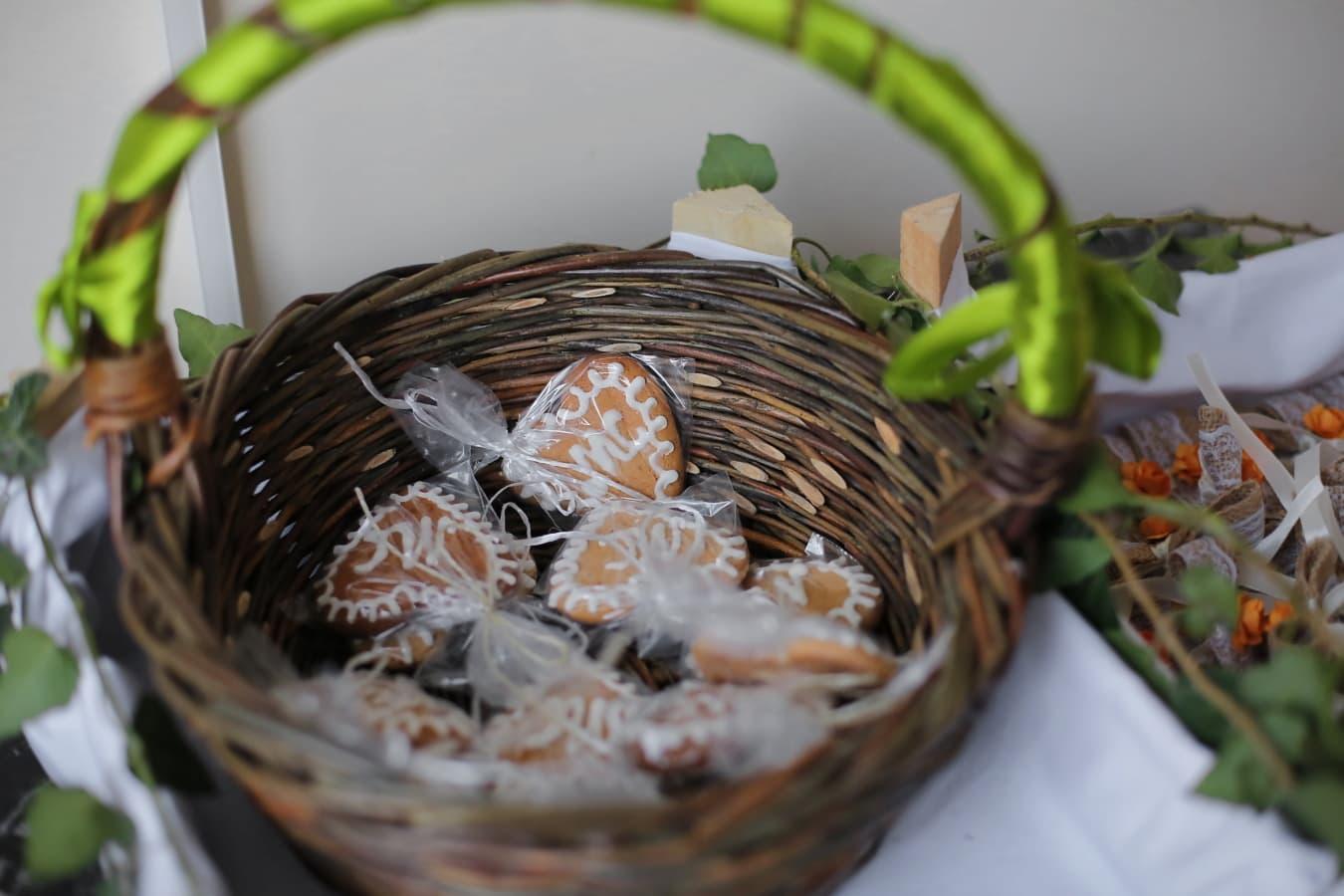 biscuits, pain d'épice, produits de boulangerie, fait main, panier en osier, panier, traditionnel, alimentaire, ingrédients, délicieux