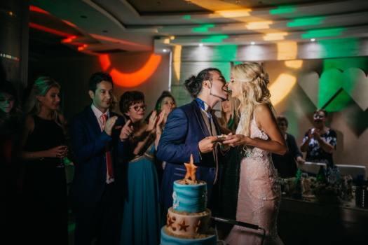 spectacular, wedding venue, wedding cake, kiss, party, nightclub, nightlife, applause, groom, bride