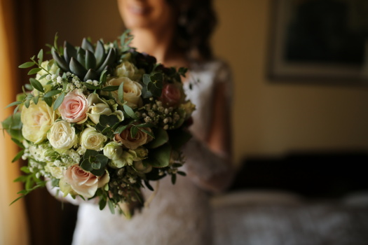 bride, holding, wedding bouquet, arrangement, flower, wedding, bouquet, rose, love, decoration