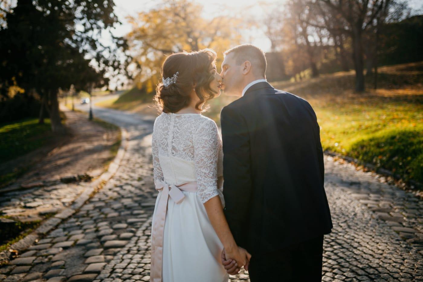 любовна среща, нежност, емоция, Любов, Целувка, слънчевите лъчи, брак, прегръдка, младоженец, сватба