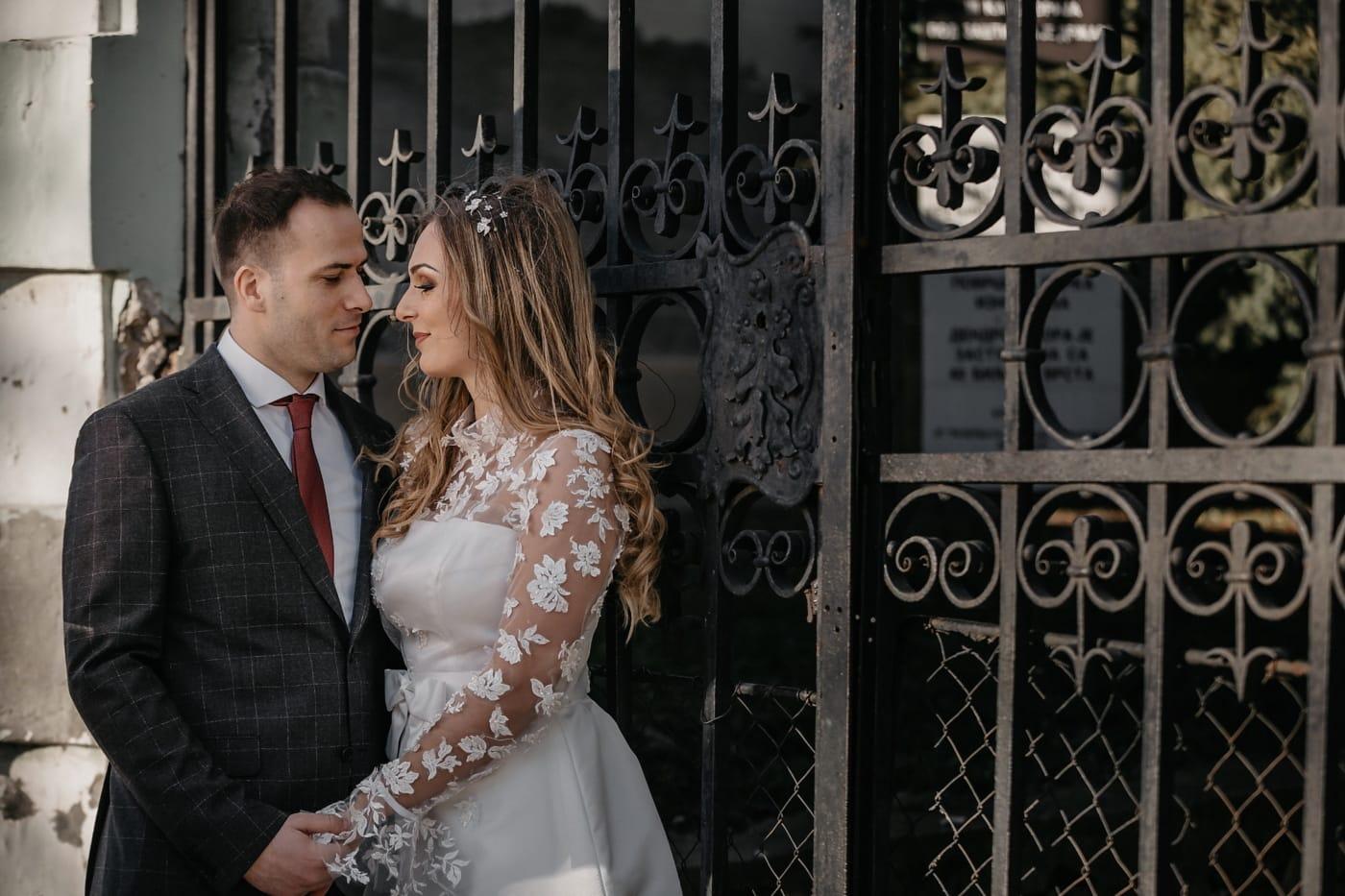 Porte, fer de fonte, jeune marié, la mariée, affection, mariage, amour, homme, Portrait, mode