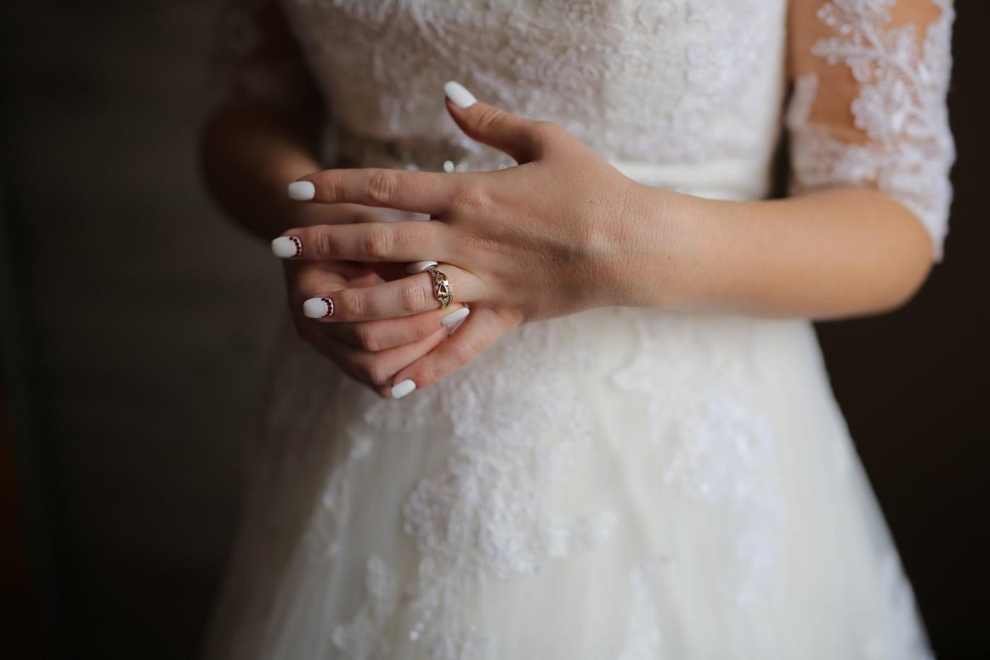 bague de mariage, éclat doré, mains, la mariée, robe de mariée, manucure, femme, mariage, à l'intérieur, engagement
