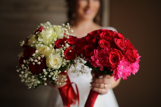 bride, smiling, holding, wedding bouquet, decoration, arrangement, bouquet, rose, romance, wedding