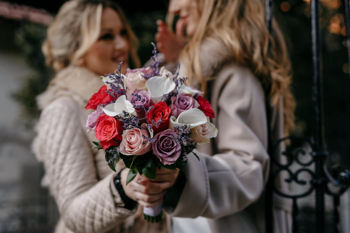 romantische, Freundin, Zärtlichkeit, Blumenstrauß, heiter, Mädchen, Liebe, stieg, Frau, Romantik