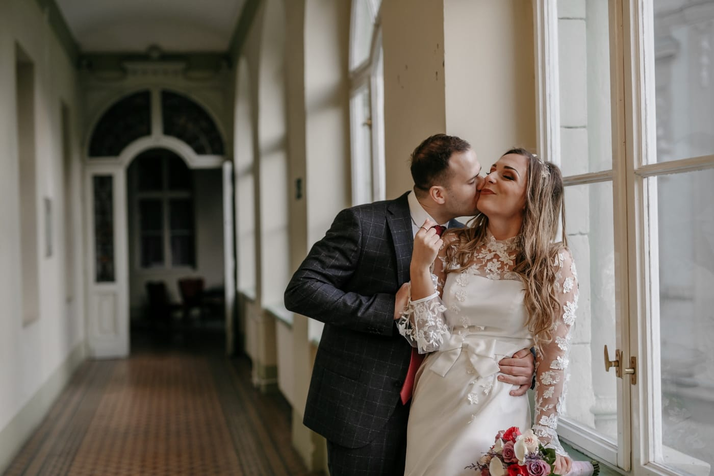 Pocałunek, właśnie żonaty, para, ślub, panna młoda, pan młody, sukienka, mężczyzna, miłość, małżeństwo