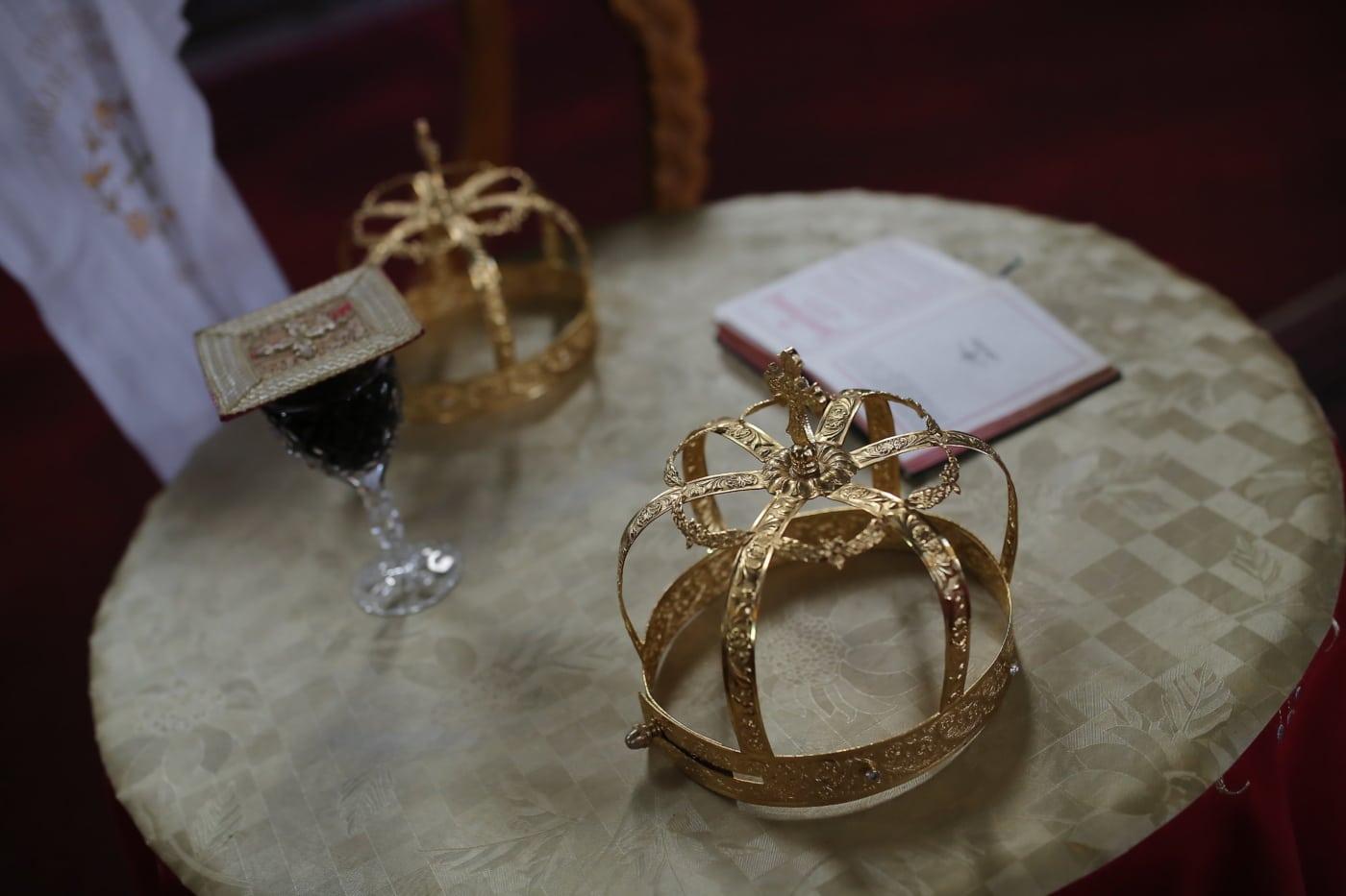 Korona, złota, koronacja, Biblii, czerwone wino, świecący, luksusowe, tradycyjne, pomieszczeniu, dekoracja