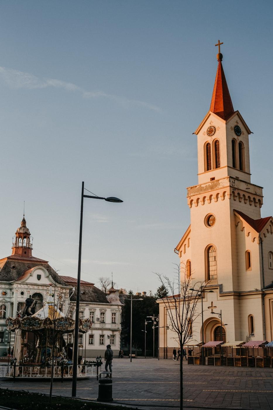 centar grada, trg, crkveni toranj, katoličko, crkva, barok, rezidencija, kuće, ulica, urbano