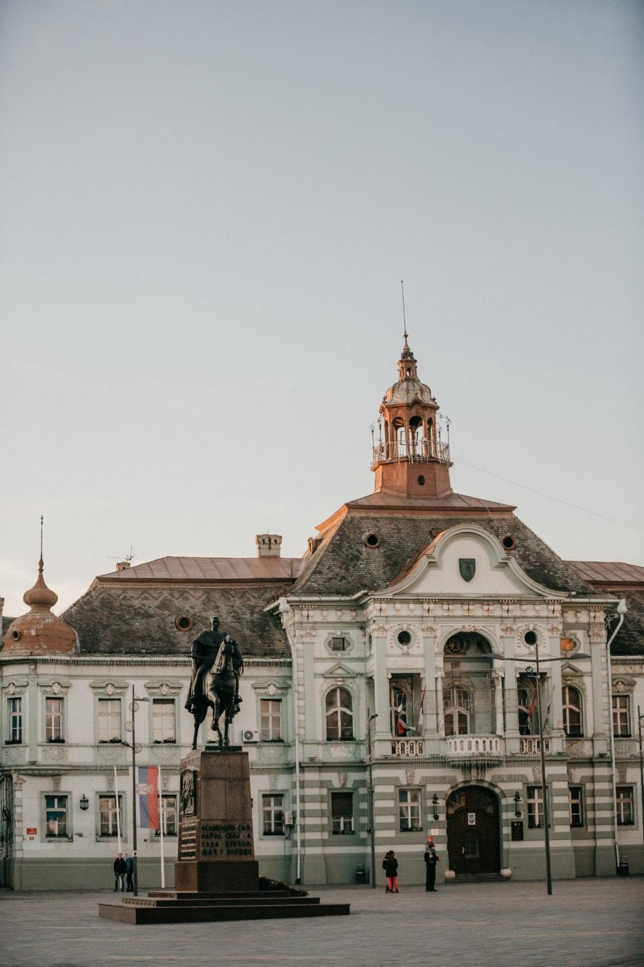 в центъра, градски пейзаж, град, социализъм, кметството, площад, улица, пребиваване, дворец, архитектура