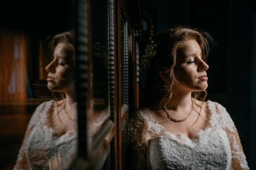 Brünette, Braut, allein, Hochzeitskleid, Seitenansicht, Porträt, Mädchen, Frau, Person, Menschen