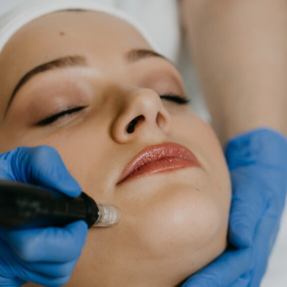 Spa-Center, Gesichtsbehandlung, Behandlung, medizinische Versorgung, Medikamente, Kosmetikerin, Pflege, Laser, Gesicht, Frau