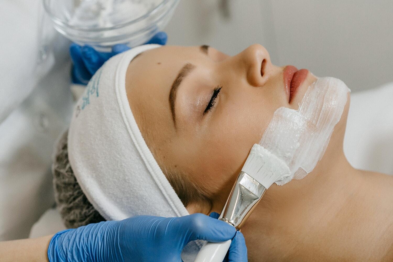 Wellness, centre de spa, esthéticienne, masque visage, visage, traitement, thérapie, soin du visage, soins de la peau, médecin