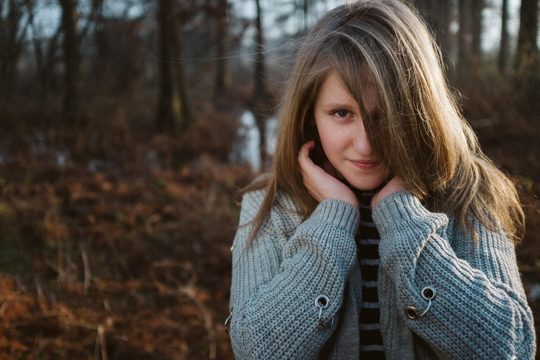 hübsches mädchen, herrlich, posiert, Teenager, Pullover, Strickwaren, Strickjacke, Winter, Natur, Kleidung