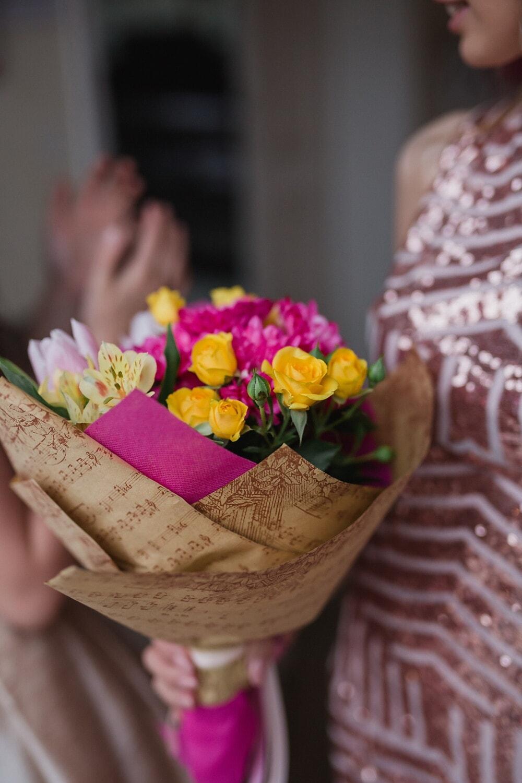 Zeitung, Papier, Blumenstrauß, Rosen, Blume, Dekoration, Anordnung, Frau, Natur, drinnen