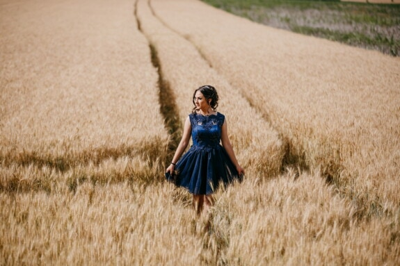 klänning, blå, underbar, gående, snygg tjej, Wheatfield, sommar, vete, fältet, Flicka