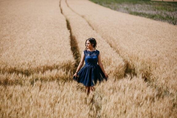 vestido, azul, maravilloso, caminando, nina bonita, Wheatfield, verano, trigo, campo, chica