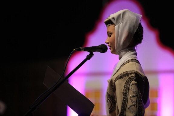 Outfit, junge Frau, traditionelle, East, Europäische, Mädchen, Musik, Konzert, Performance, Sänger