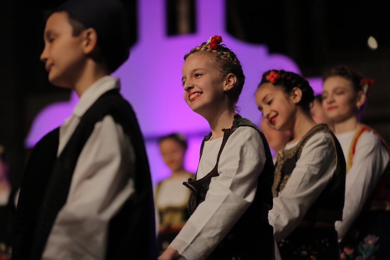 tanzen, Lächeln auf den Lippen, hübsches mädchen, untergeordnete, Theater, Kostüm, Performance, Musik, Konzert, Festival