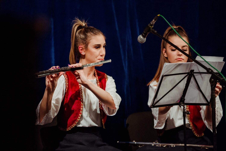 Musiker, Performer, Unterhaltung, Entertainer, Performance, Mädchen, Teens, Musik, Sänger, Instrument