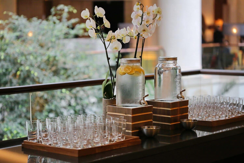 lemon, kitchen table, kitchen, drinking water, lemonade, bottles, elegant, cafeteria, hotel, glass