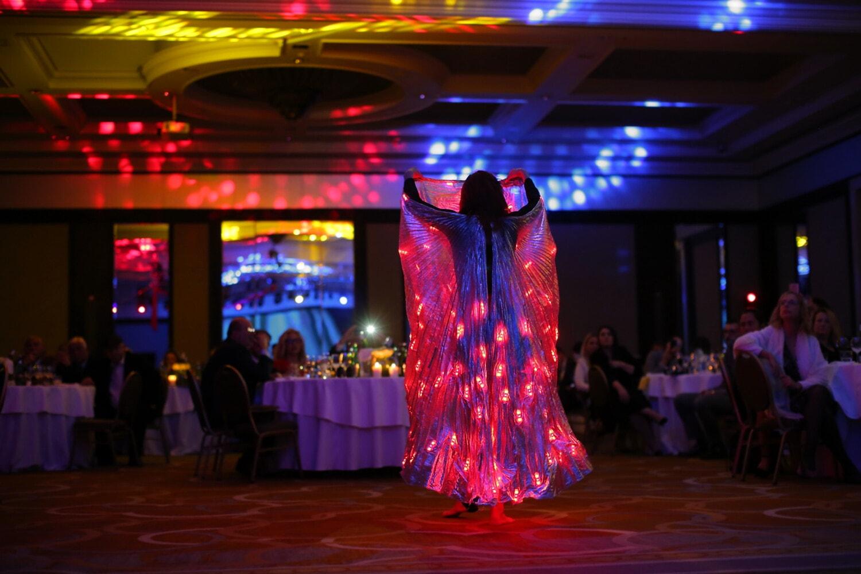 artiste du spectacle, divertissement, jeune fille, danse, spectaculaire, spectateur, Vie nocturne, boîte de nuit, musique, lumière