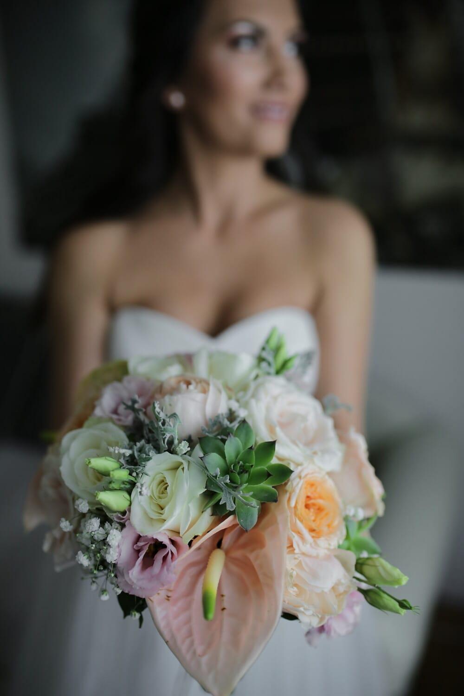 la mariée, Holding, bouquet de mariage, bouquet, mariage, robe, fleurs, arrangement, amour, mariage