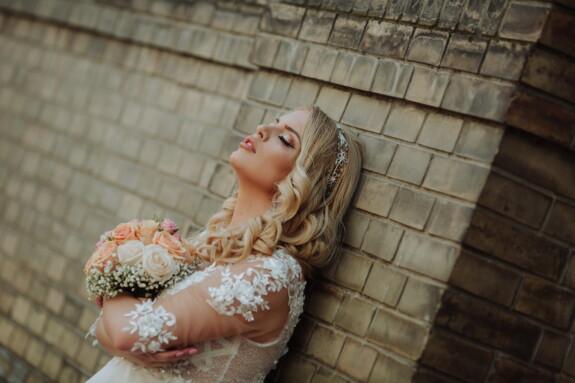 невеста, великолепный, Кирпич, угол, стены, светлые волосы, дамы, вид сбоку, женщина, привлекательный