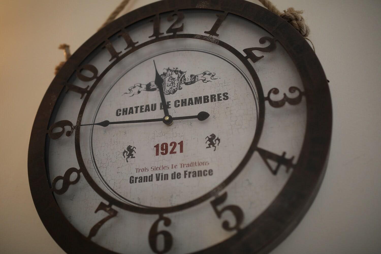 Français, vintage, horloge analogique, suspendu, mur, noir et blanc, nostalgie, horloge, antique, analogue