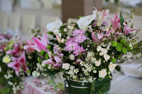 fancy, elegant, lily, lunchroom, vase, dining area, bouquet, colorful, flowers, arrangement