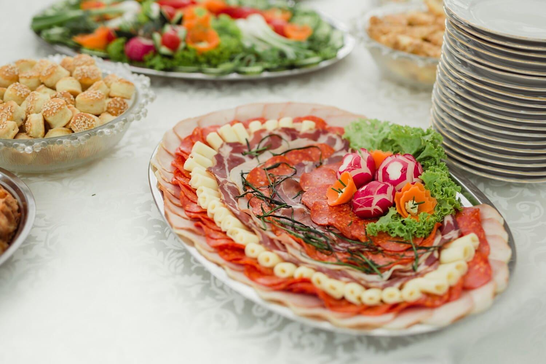 Schinken, Backwaren, Frühstück, Salami, Rettich, Wurst, Käse, Restaurant, Mozzarella, Mahlzeit