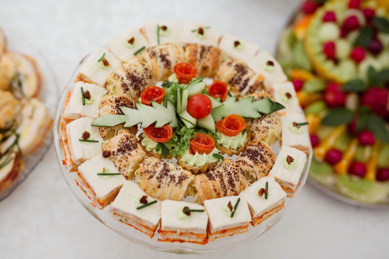 Sushi, Wüste, vom Buffet, Backwaren, Salat, Mahlzeit, Abendessen, Essen, Mittagessen, Gemüse