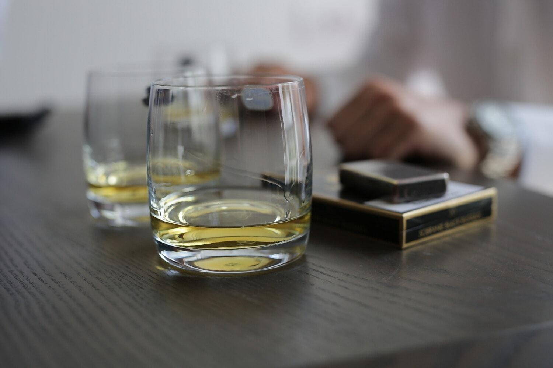 cigarette, alcool, boisson, boisson, verre, à l'intérieur, brouiller, froide, luxe, nature morte
