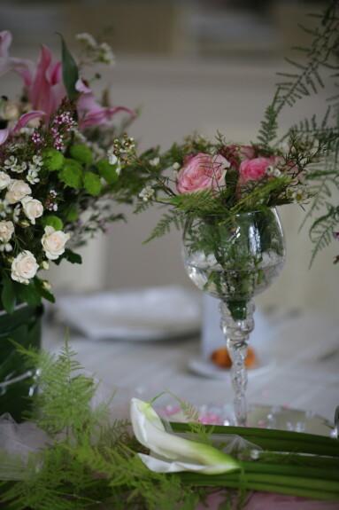 decoração, tabela, recepção, cristal, vaso, buquê, elegante, flor, flores, design de interiores