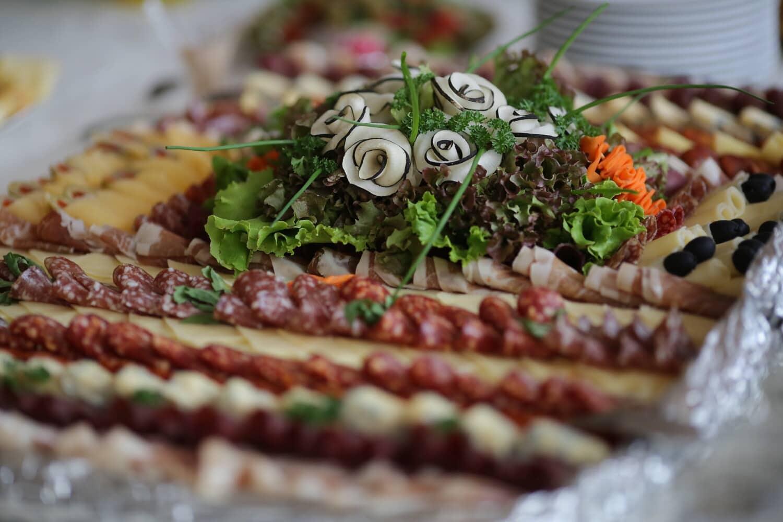 Fleisch, Essen, Mittagessen, Gemüse, Abendessen, Restaurant, Mahlzeit, Salat, sehr lecker, brotmesser