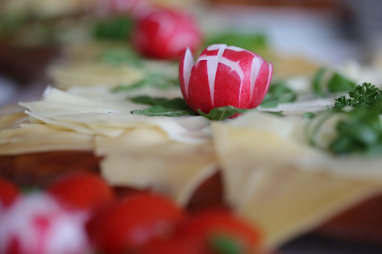 radis, salade, tranches de, fromage, légume, délicieux, alimentaire, déjeuner, repas, laitue