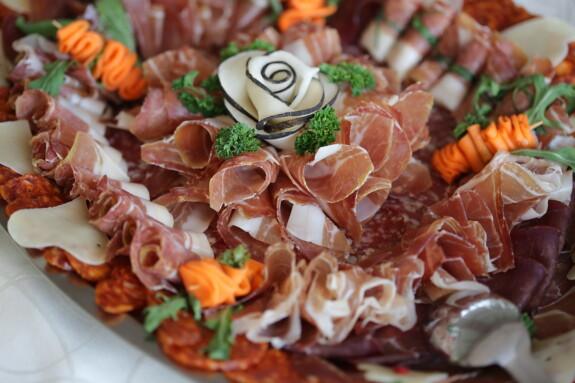 Schweinelendchen, Scheiben, Schweinefleisch, Schinken, Appetizer, Salami, vom Buffet, Mahlzeit, Gericht, Platte
