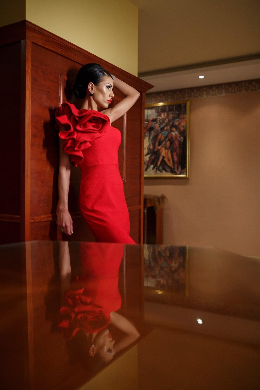Glanz, posiert, Museum, hübsches mädchen, rot, Kleid, Mode, Modell, Mädchen, Person