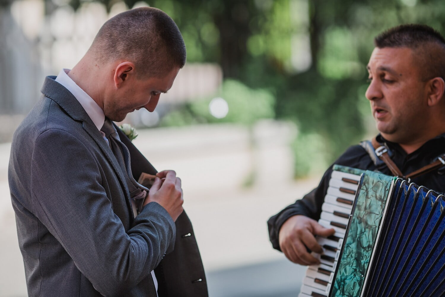 accordion, entertainer, singer, musician, cash, customer, money, man, people, music