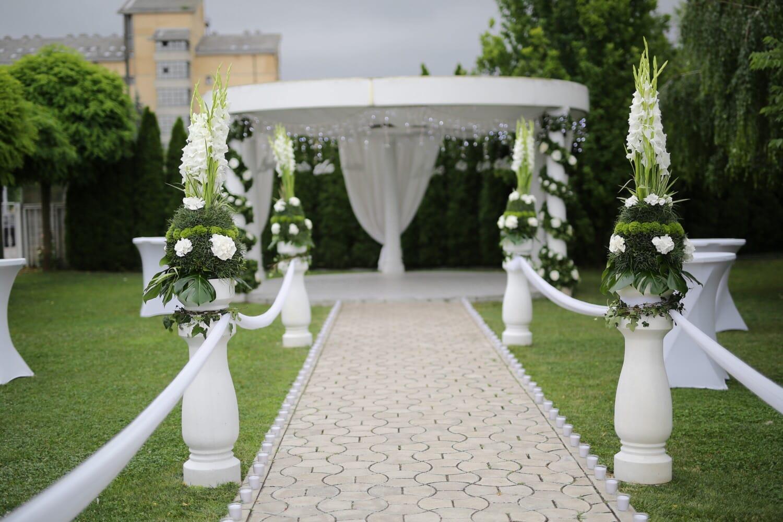 trouwlocatie, tuin, decoratieve, achtertuin, patio, gazon, bloem, bruiloft, begraafplaats, het platform