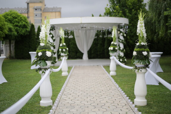 wedding venue, garden, decorative, backyard, patio, lawn, flower, wedding, cemetery, architecture