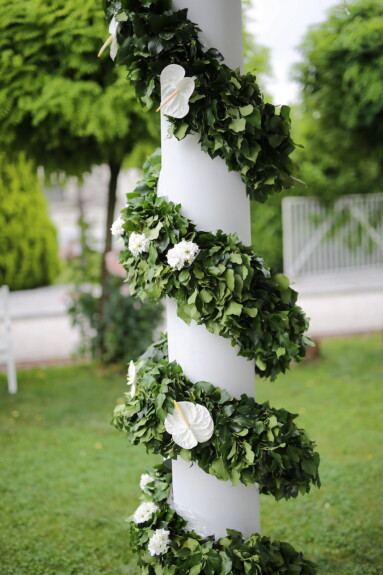 green leaves, decoration, flowers, ivy, column, backyard, flower, shrub, plant, tree