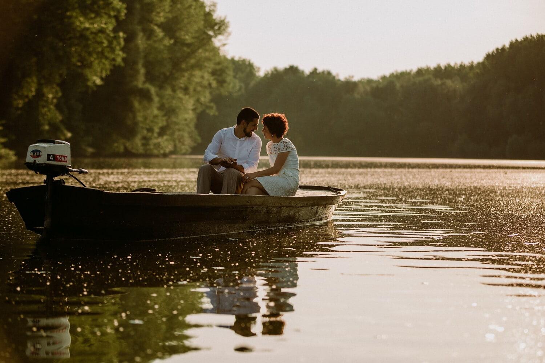 baiser, romantique, date d'amour, homme, femme, rivière, bateau, coucher de soleil, eau, Lac