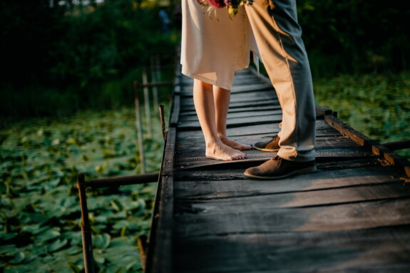 lover, girlfriend, love, love date, foot, barefoot, footwear, boyfriend, skirt, pants