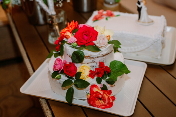 roses, wedding cake, flower, love, bouquet, wedding, arrangement, rose, decoration, food