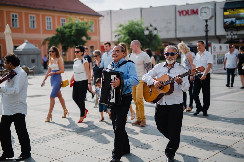Straße, Festival, Gitarrist, Akkordeon, Gitarre, Menge, Person, Musik, Stadt, Band