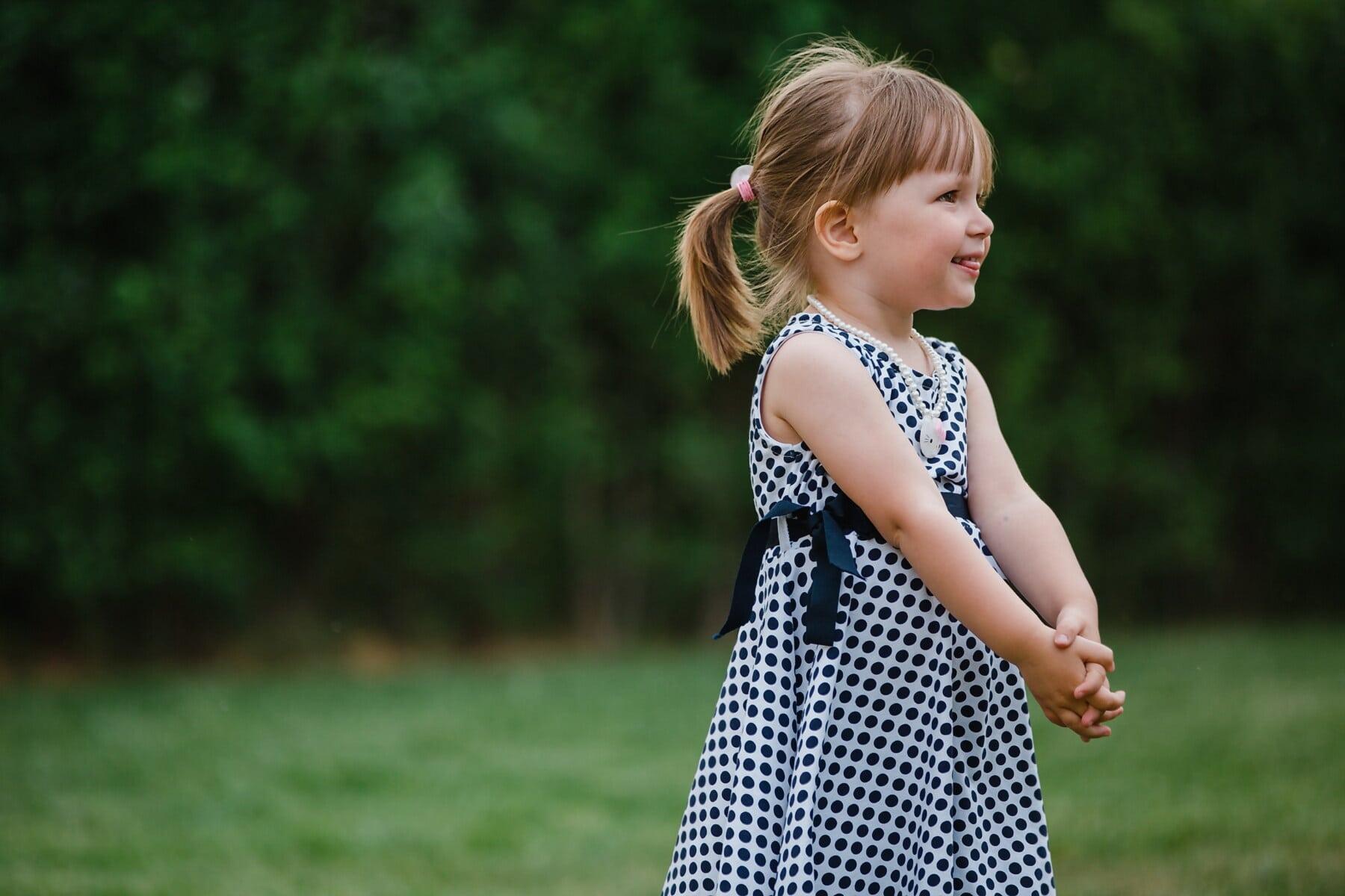дівчина, Блондинка, посміхаючись, чарівні, дитина, веселий, задоволення, щасливий, трава, парк