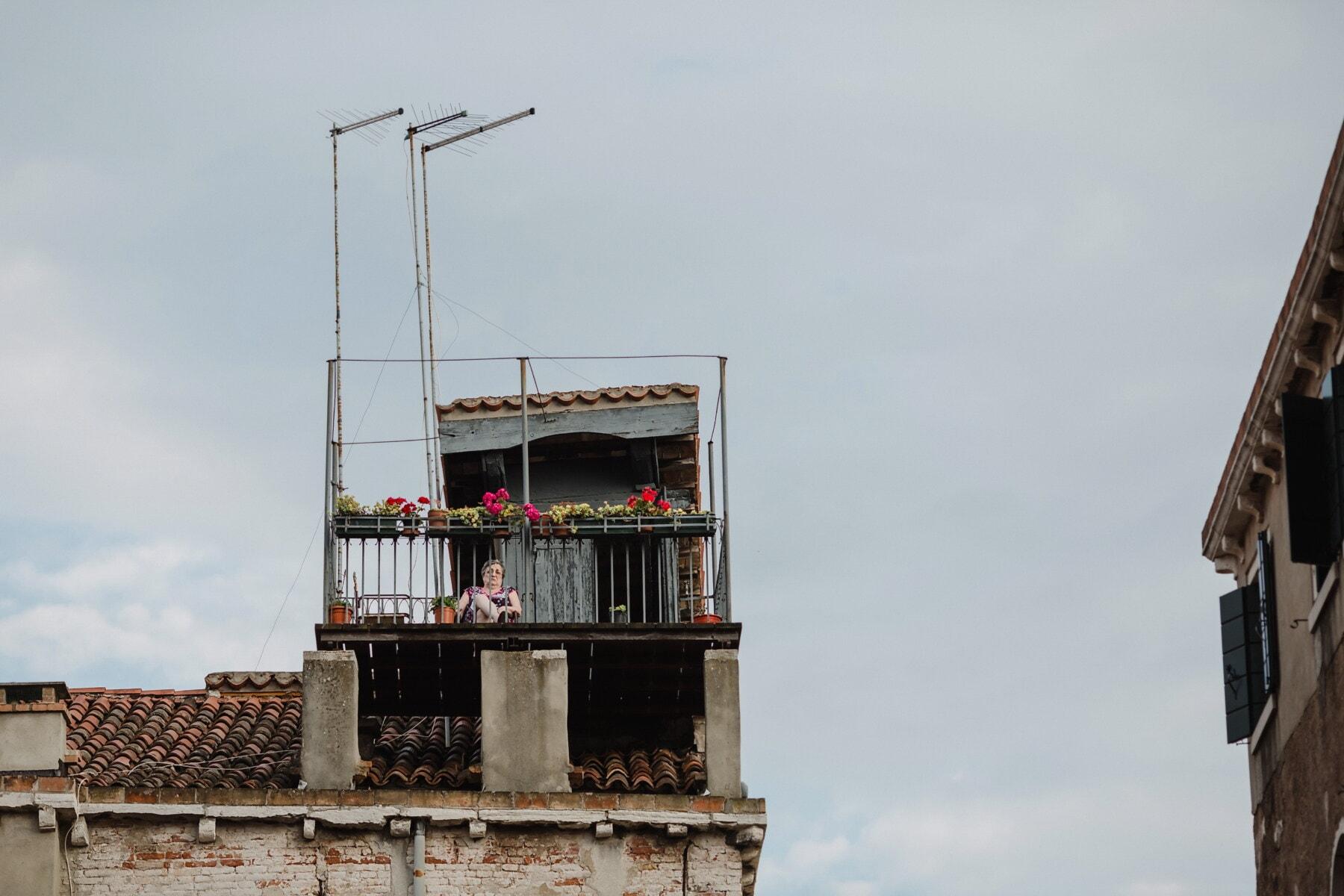 krov, na krovu, opuštanje, panorama, arhitektura, grad, zgrada, ulica, urbano, staro